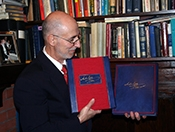 Irvin Ungar holding the Deluxe and Premier Editions of The Szyk Haggadah